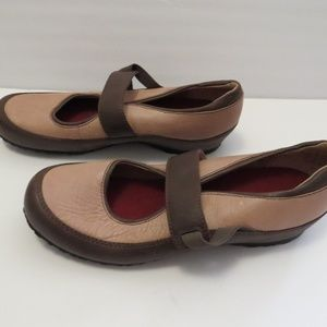 Clarks Artisan Mary Jane Comfort Shoes Tan Size 9